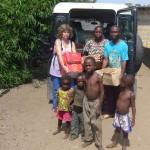 Mylène bringing food to Kikimi orphans