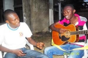 Chirac teaching guitar to Maxi at main Kinshasa university