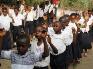 11_Kikimi kids praying for Lenka's healing