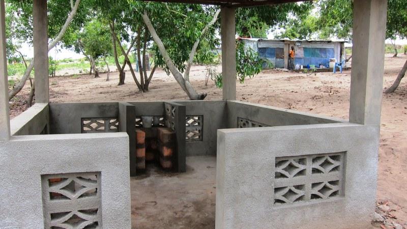 Simple outdoor kitchen in Kikimi