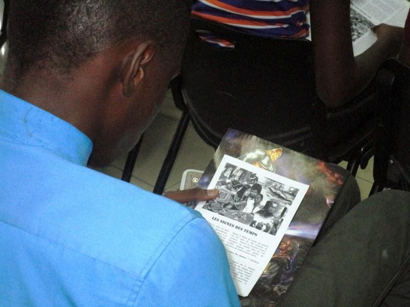 Student reading tract on Matthew 24